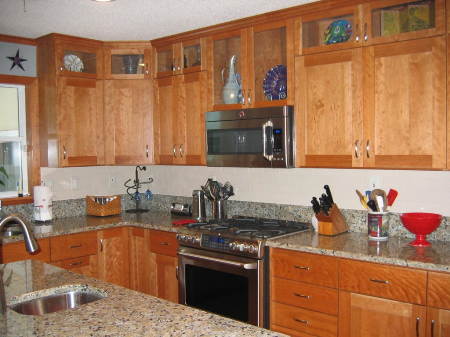natural cherry shaker kitchen cabinets. Black Bedroom Furniture Sets. Home Design Ideas